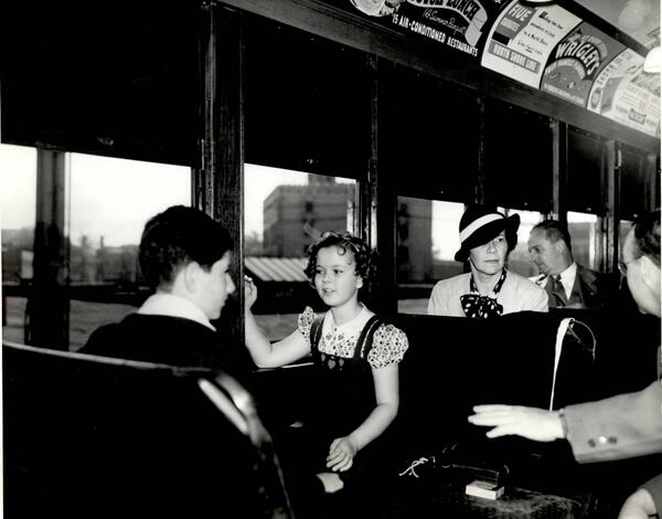 #ShirleyTemple visited Chicago in 1938 & got a tour by 'L' (said to be 1st train ride). More: http://t.co/cQrLZsGsDu http://t.co/yictFzqXtz