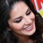 And this one's for all the @SunnyLeone fans! Up Close and Personal! :) http://t.co/kgG3axfUBF