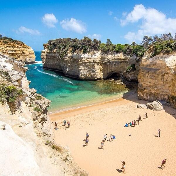 Gorgeous summer day on the #beach at #LochArdGorge in Port Campbell National Park, VIC with @lebackpacker! (via IG) http://t.co/rG7RKn9U1Q