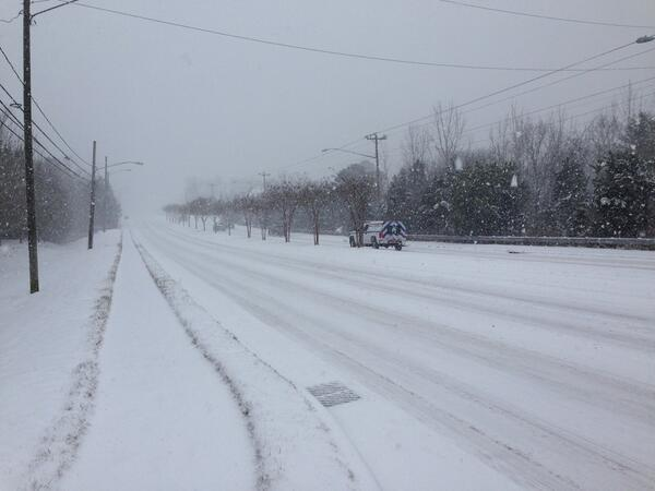 It's not every day that Providence Rd looks like this. (@wxbrad) #snOMG http://t.co/7u6lDQn9St