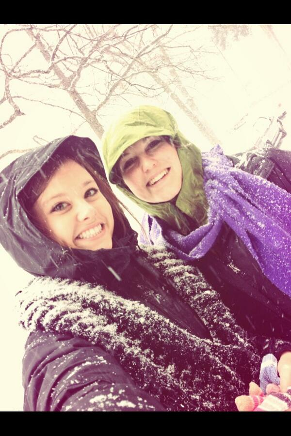 Gabi Dugal (@Yoo_GabaGaba): We lovin da snow