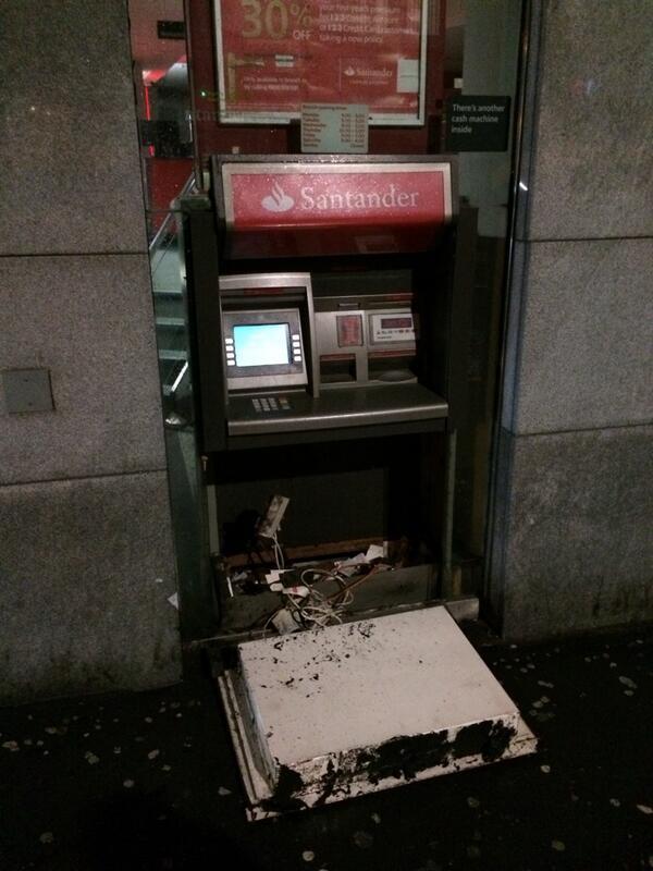 So this just happened. #leeds #wind #freecash #fb http://t.co/ETFtrOA9UD