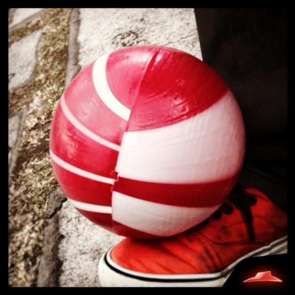 Este es el balón oficial de los amigos. ¿Quién no jugó con él? #AsiSonLosAmigos http://t.co/5d21WD3Wla