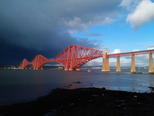 A1 the romantic connection of #Edinburgh to the north via the iconic forth rail bridge #EdinHour http://t.co/gDQI0PpUoj