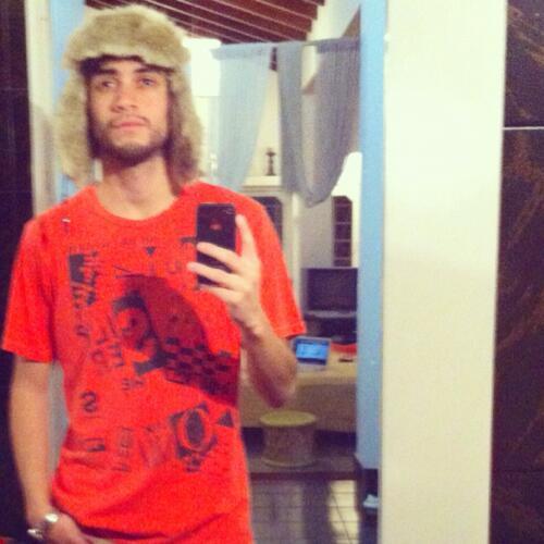 #TROPA este es @cesar_cru el que hoy amenazo con matar a la hija de Diosdado Cabello RT RT RT http://t.co/NhhRVGNucR