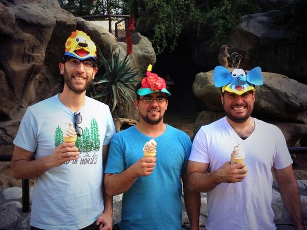 RT @peteec: At the LA Zoo with @AriShaffir and @SteveSimeone for Ari's birthday! http://t.co/f44fdptjOc