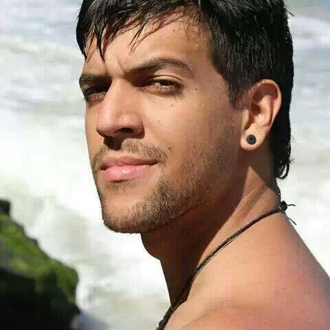 Favor RT @gbeltrancarias: Estudiante de FAU-UCV Leonardo Morales C.I.: 23.642.979 esta desaparecido. AYUDA http://t.co/k6sNMF4nus