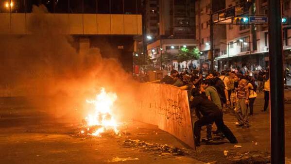 Fotos | Un muerto y un herido en protestas de Chacao http://t.co/Cres6hs7D3 http://t.co/gAwvYskeGV