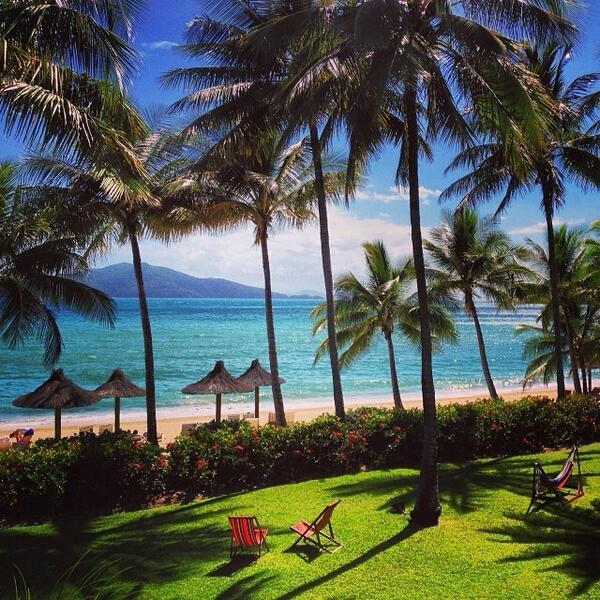 Here's some #weekend inspiration, the #BeachClub at @hamiltonisland - yes please! Photo by @Kase03 (via IG) http://t.co/QU4m9VZTCe