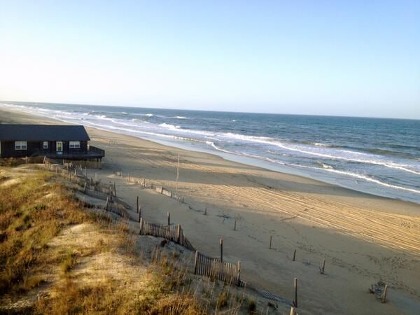 Retweet this if you can't wait for the summer and being on the beach in #OBX! #beachthursday http://t.co/wm7pcYmwZU