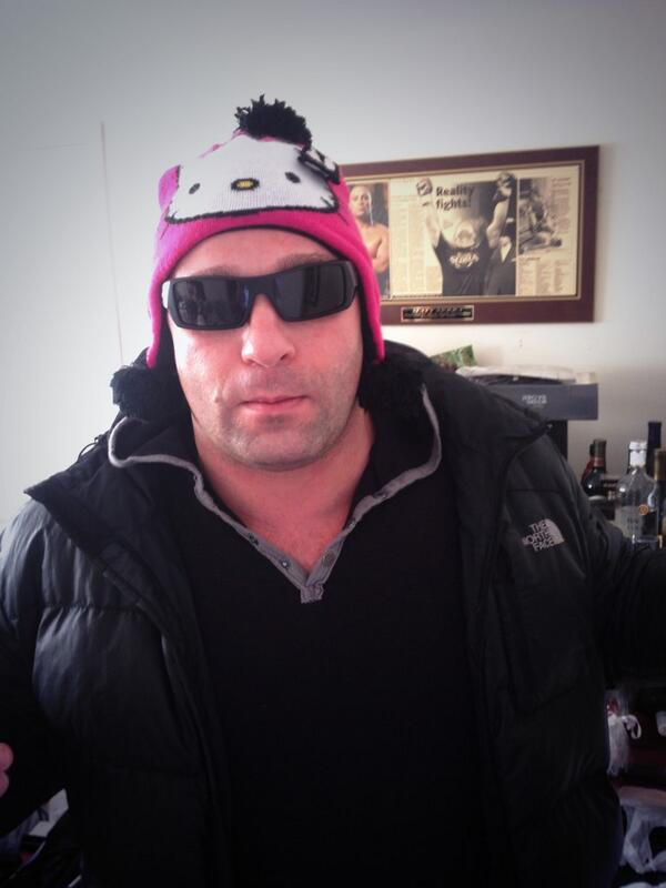 Time to shovel snow can't find my hat...gotta make do http://t.co/Pqxi5Azkgx