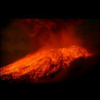 Foto letusan pertama G.Kelud  http://t.co/hnSV9uTn9I semoga semua terkendali dan diberi kesalamatan #prayforkelud via @pchmikediri