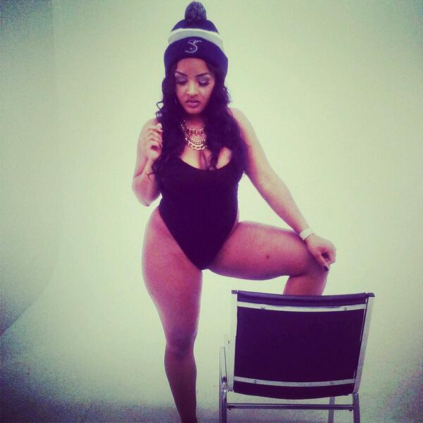 #bts in my #SchemeyBeanie at @DJSCHEMES #Coredj #CoreFam photo shoot shot by @Briscoe3Stacks http://t.co/fkRWPq1WyF