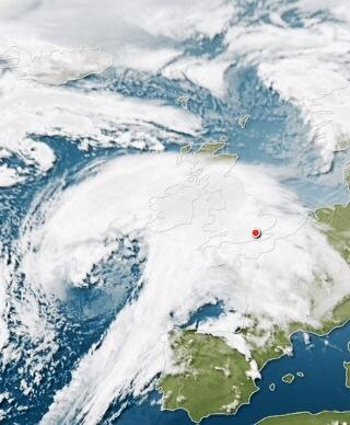 Satellite 07:15am shows storm has grown overnight. Weather will deteriorate in UK during today. http://t.co/osBR0wBysR