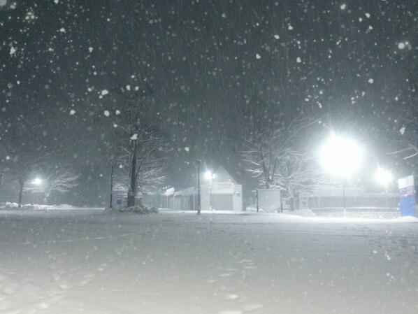 """たった今、友人から送られてきた""""我らがホーム""""西武ドーム周辺の雪景色。 #seibulions http://t.co/KybmuNY2o9"""