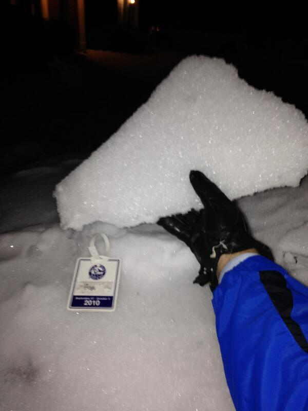 Please take a few minutes to sweep off ENTIRE car. Large ice chunks like this one = HUGE road hazard. #clttraffic http://t.co/KpNioPkNuV
