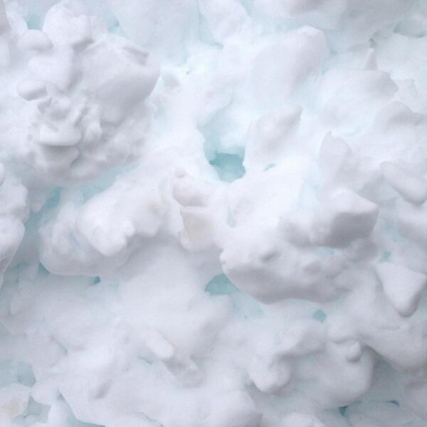 飯舘にかかわらず新雪は淡い青色なのに RT @kurieight: あわわわわ・・・飯舘村に積もる雪が淡い青色に光るそうな・・・http://t.co/Q0cI9ss3EB