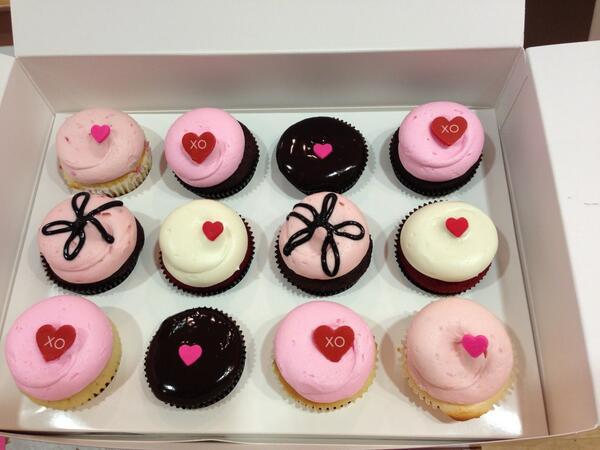 Happy Valentine's Day and Happy 6th Birthday @GTownCupcake!! Xoxo http://t.co/0MiitanKGl