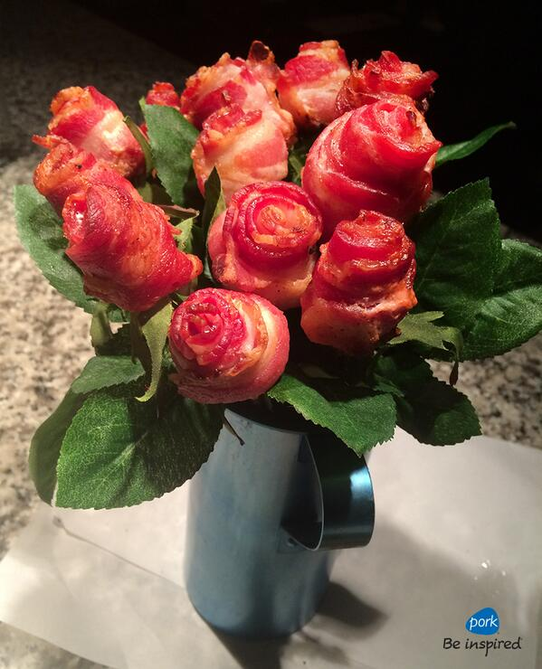 Love is in the air today! Or maybe it's the sweet smell of bacon? #PorkLUV http://t.co/PbclCvavEu