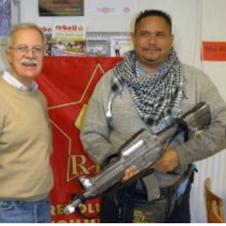 Alberto 'El Chino' Carías. Aquí, sosteniendo una ametralladora...Dispuesto a defender la revolución http://t.co/BqMCNTJ646
