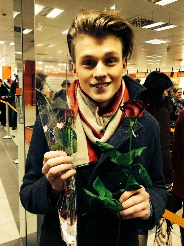 Germany, thankyou for the roses and a lovely stay! Next stop.....ITALY http://t.co/5MjeW2eYVZ