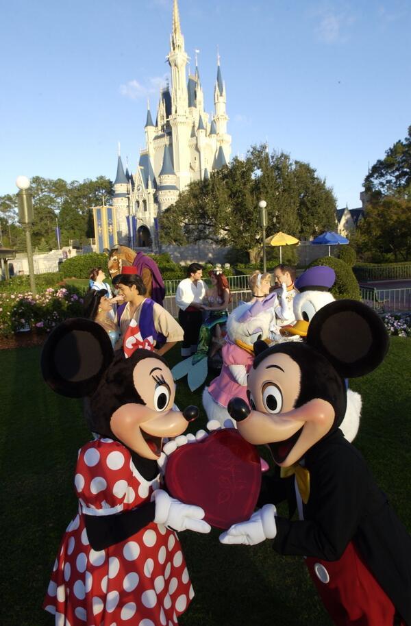 Happy Valentine's Day from Walt Disney World!   http://t.co/YCi3YJou1w