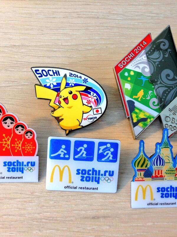 올림픽에 오면 즐길 수 있는 소소한 재미 중 하나. 각 방송사와 선수단마다의 배지를 교환하는 재미! 항상 가장 눈에 띄는 배지는 일본 방송사 배지들! 각 방송사를 대표하는 캐릭터 배지! 피카츄우우우우~ http://t.co/zt6Y4n9bDR