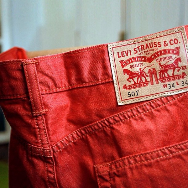 We thought these would be a good fit for the day: A red pair of our 501 Shrink-To-Fit. Happy Valentines Day! http://t.co/bRsykP6OAp