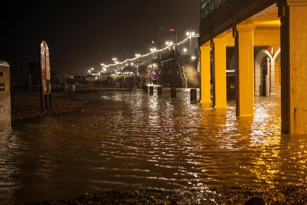 "Woah. Clubs playing too much deep house? ""@freshtodeath: Brighton seafront gets flooded http://t.co/gGTPukaMlX"""