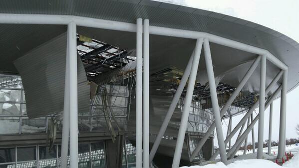 あーあ… RT @buzznews22: 【衝撃】埼玉県 熊谷ドーム が雪の重みで崩落 絶望の状況発生 http://t.co/pQIwghgCV2 #熊谷ドーム #崩落 http://t.co/jAPZi8SAkr