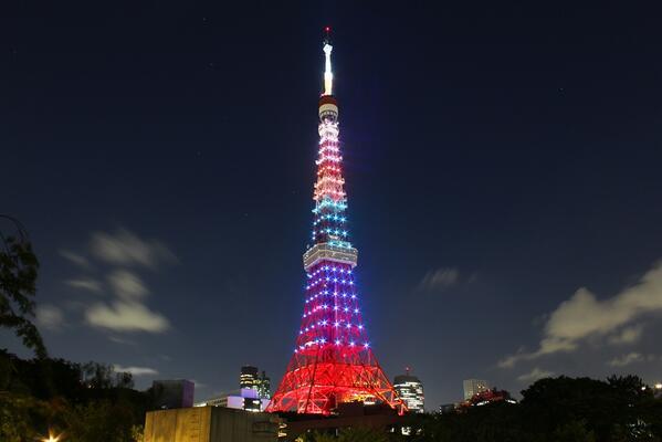 【速報】東京タワーは、ソチ五輪フィギアスケート男子シングルで金メダルを獲得した 羽生結弦さんの活躍を祝福し、明日2月16日(日)の日没から22時まで、 オリンピックカラーをイメージしたダイヤモンドヴェールに輝きます!やったね~~!! http://t.co/TTYOAPTZp7