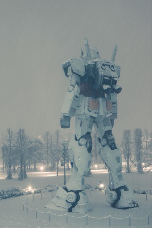 Tokyo Gundam in snow RT @neji_maki_dori http://t.co/jdUNolzdao