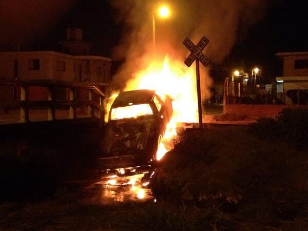 Patricia Gutiérrez (@Paty_GutierrezR): Retiran de circulación a 6 mototaxis  Coronango, pobladores queman vehículo de ST y retienen 1 policía @Vertice102 http://t.co/hxCwkVkQUI