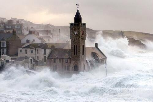The power of nature. Porthleven Cornwall. Thoughts are with all who are suffering. http://t.co/v3Wy854ImD