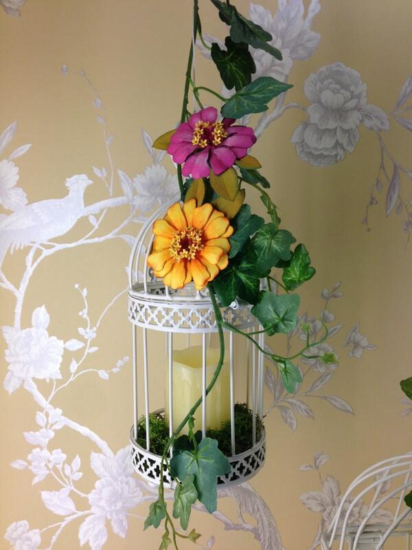 The gorgeous Susan's Garden collection @CrftHobbyStitch #welovesizzix #CHSI2014 http://t.co/E1cgAr6dP5