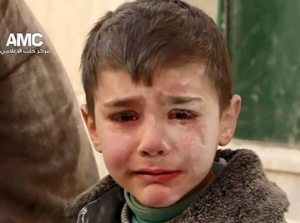 In #Syria i bimbi non giocano… non ridono… vedono cose che non li faranno più essere bimbi… http://t.co/IA9hKnPMnQ