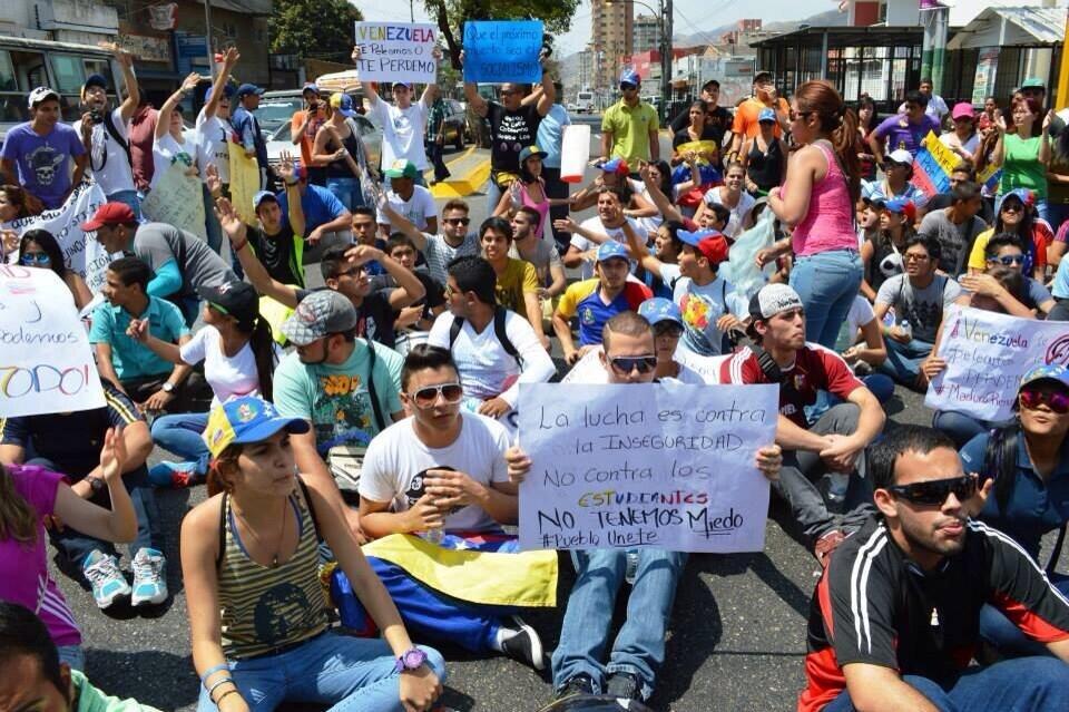 Esta tarde la victoria se unió  a la lucha.. #Estudiantes #aragua #sociedadCivil http://t.co/cKxRr3Zbvq