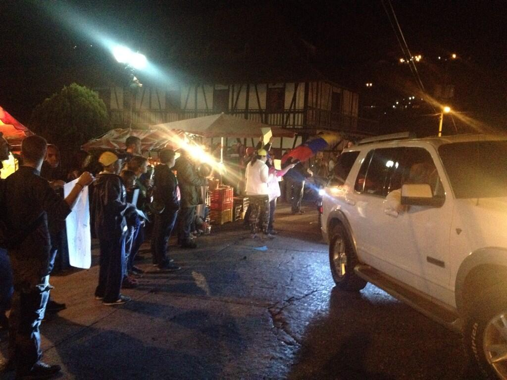 @la_lapatilla protesta en la colonia Tovar ,aquí tampoco queremos a maduro http://t.co/rDJj3tftC0