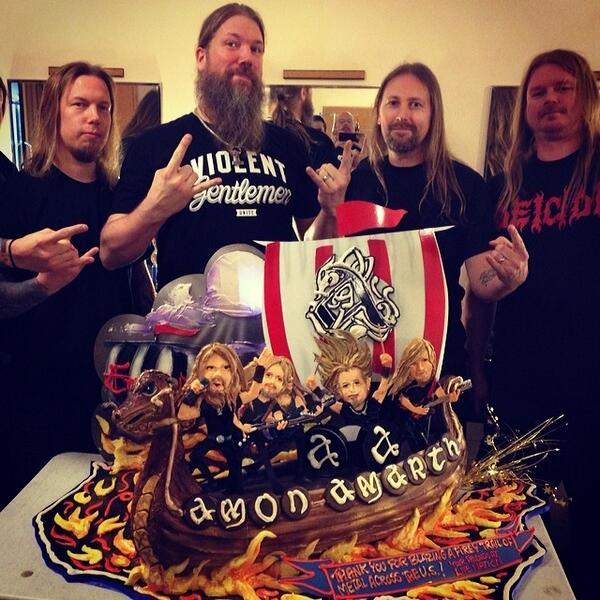 Viking Cake in LA http://t.co/bDoe2n8Xly