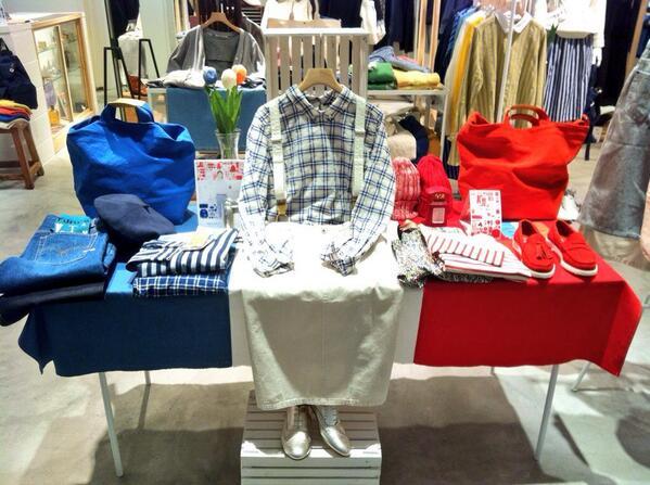 みなさまこんにちは。PAR ICIではただいま開催中のフェア、『Blue is cool,White is classic,Red is active.』にちなんだディスプレイを展開しております。こちらはみなとみらい店の様子です! http://t.co/JroN57a8tN