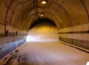 トンネルが!  ほんとに大変なんです。でもなんで報道されないの?  【山梨が非常事態です】 http://t.co/qtF6ChetNX http://t.co/Pdz2mVev0P