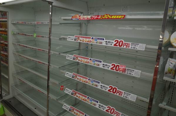 「やっぱりお弁当は空ですか?」「トラックが来ないだけじゃなくて、工場に材料も入ってないんですよ。朝からトラックは一度も来てないんです。申し訳ありません。」「いえいえ。」20140216 21:06 福島市コンビニ http://t.co/khcavxDizf