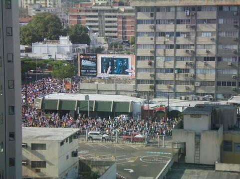 Así va la marcha en Maracaibo (Bella Vista con 5 de Julio) (Foto: Cortesía @NattySaezM) #PolíticaLV http://t.co/jSGwtx0nhs