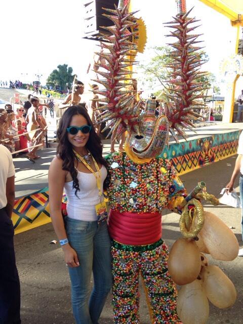 Lechón cuajao amarillo y colorao! #santiago #carnaval http://t.co/xmx1BLDaVm
