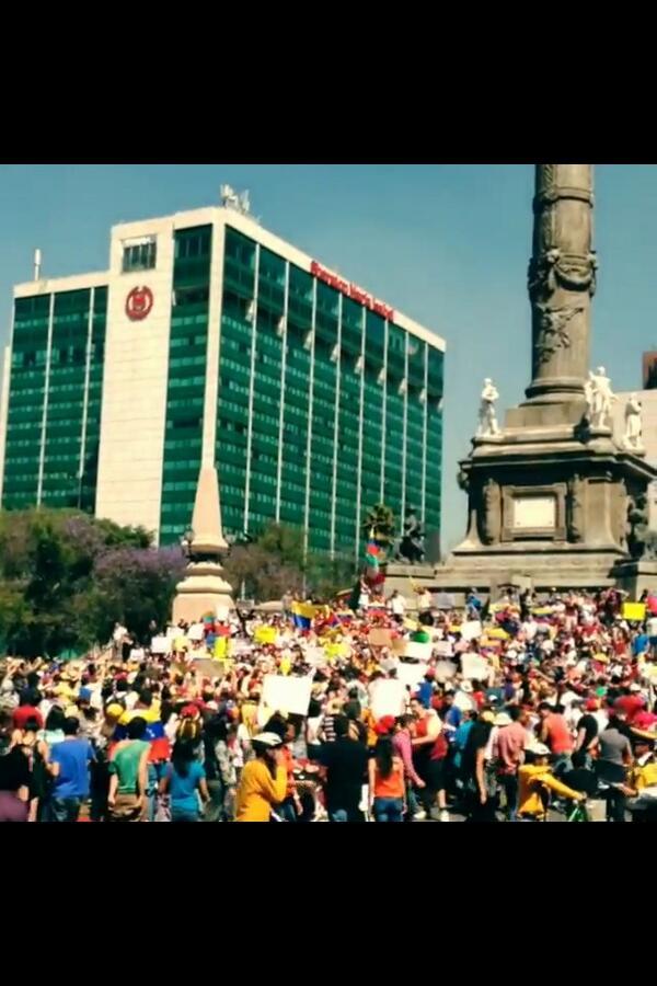 Soy Colombiano, Vivo en Mexico, y te Apoyamos Venezuela!!!!! Por todo el Mundo Paz Para Ustedes. http://t.co/JwN8JtLxzE