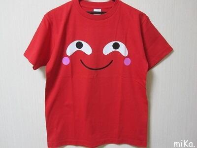 どーも、日本で1番ももクロの百田さんに似てるまりもっこりです(⊂・⊃о⊂・⊃)ノ自称ですw・・・ってことで赤いTシャツはオンラインシィップ限定発売中ですw http://t.co/2dWDZ6SdUK