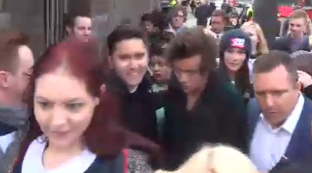 Here's a photo of Harry Styles arriving at the Burberry show! Paps and cravens are in an almighty frenzy http://t.co/vwZv19hLYd
