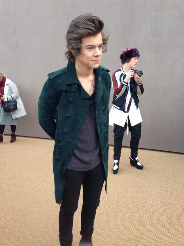 British musician @Harry_Styles arrives on the @burberry red carpet #LFW http://t.co/BdiGgNdYJ8