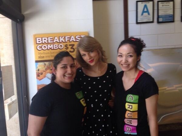 Thanks @taylorswift13  for stopping by our Hollywood store! #crumbs #teamtaylor #tswizzle #servingsmilesdaily http://t.co/8BySEvhHgn