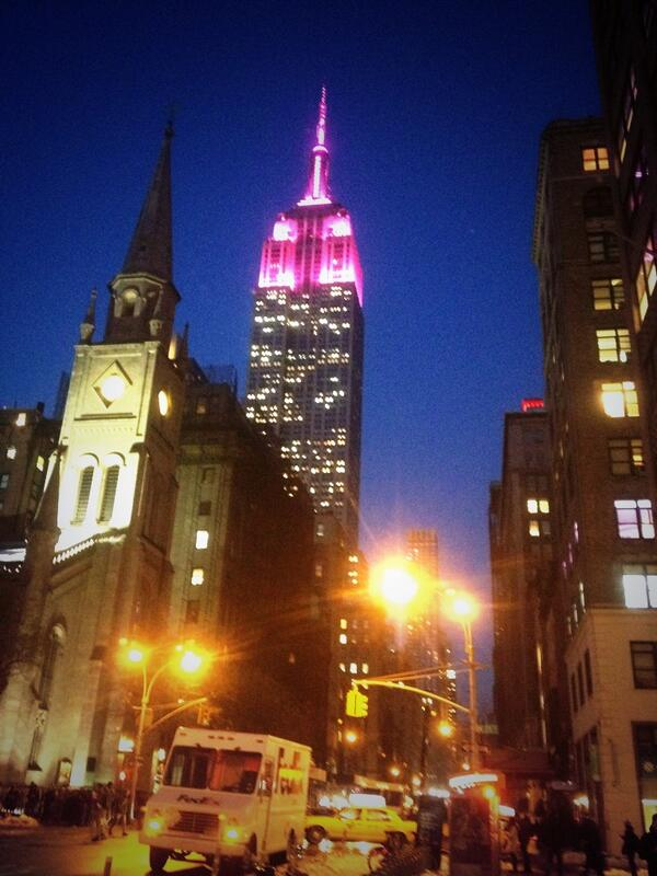Late Valentine from NYC to all our fans http://t.co/5sUZzpLzTo